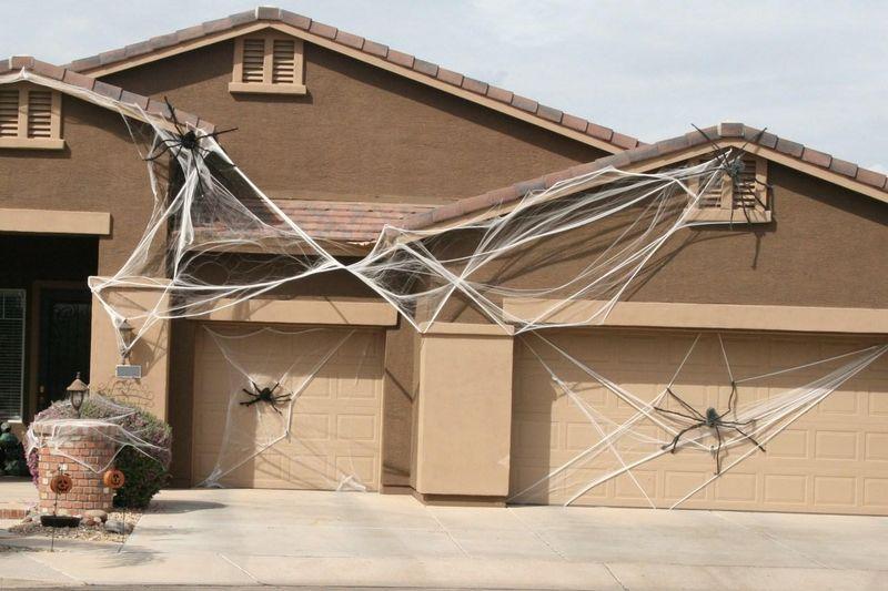 Halloween garage door decoration - Spiderweb